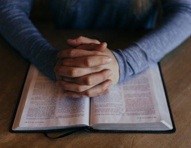 Cómo estudiar y comprender la Biblia de forma correcta