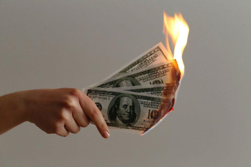 consejos bíblicos para superar una crisis financiera